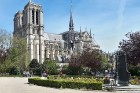 Parīzes Dievmātes katedrāle ir viens no visvairāk apmeklētākajiem tūrisma objektiem Parīzē. Elpu aizraujošās vitrāžas un griestu velves, kas datējamas 15