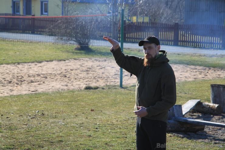 Mārtiņš Muižnieks (@streelnieks.lv) skaidro drošības noteikumus un pārgājiena programmu