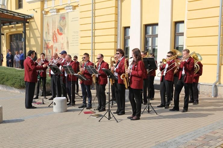 Ar mākslas lekciju, filmas demonstrāciju, diskusiju un jaunās izstāžu sezonas atklāšanu Daugavpils Marka Rotko mākslas centrs atzīmēja 6 gadu pastāvēš