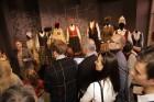 Ar svinīgiem koncertiem, militāro parādi, kopīgu pulcēšanos pie balti klātiem galdiem sestdien Latvijā un citviet pasaulē plaši tika svinēta Latvijas  7