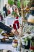 Ar svinīgiem koncertiem, militāro parādi, kopīgu pulcēšanos pie balti klātiem galdiem sestdien Latvijā un citviet pasaulē plaši tika svinēta Latvijas  13