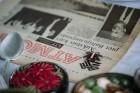 Ar svinīgiem koncertiem, militāro parādi, kopīgu pulcēšanos pie balti klātiem galdiem sestdien Latvijā un citviet pasaulē plaši tika svinēta Latvijas  15