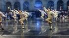 Ar svinīgiem koncertiem, militāro parādi, kopīgu pulcēšanos pie balti klātiem galdiem sestdien Latvijā un citviet pasaulē plaši tika svinēta Latvijas  23