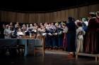 Ar svinīgiem koncertiem, militāro parādi, kopīgu pulcēšanos pie balti klātiem galdiem sestdien Latvijā un citviet pasaulē plaši tika svinēta Latvijas  46