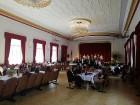 Ar svinīgiem koncertiem, militāro parādi, kopīgu pulcēšanos pie balti klātiem galdiem sestdien Latvijā un citviet pasaulē plaši tika svinēta Latvijas  66