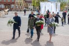Ar svinīgiem koncertiem, militāro parādi, kopīgu pulcēšanos pie balti klātiem galdiem sestdien Latvijā un citviet pasaulē plaši tika svinēta Latvijas  80