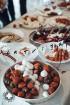 Ar svinīgiem koncertiem, militāro parādi, kopīgu pulcēšanos pie balti klātiem galdiem sestdien Latvijā un citviet pasaulē plaši tika svinēta Latvijas  102
