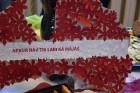 Ar svinīgiem koncertiem, militāro parādi, kopīgu pulcēšanos pie balti klātiem galdiem sestdien Latvijā un citviet pasaulē plaši tika svinēta Latvijas  109