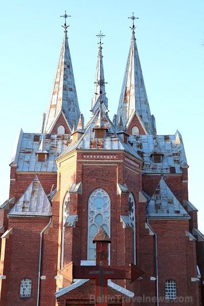 Travelnews.lv iesaka apciemot Viļaku un apskatīt burvīgo neogotikas stila baznīcu