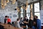 Neformālā gaisotnē jaunākajā Rīgas alus baudīšanas vietā – krogā