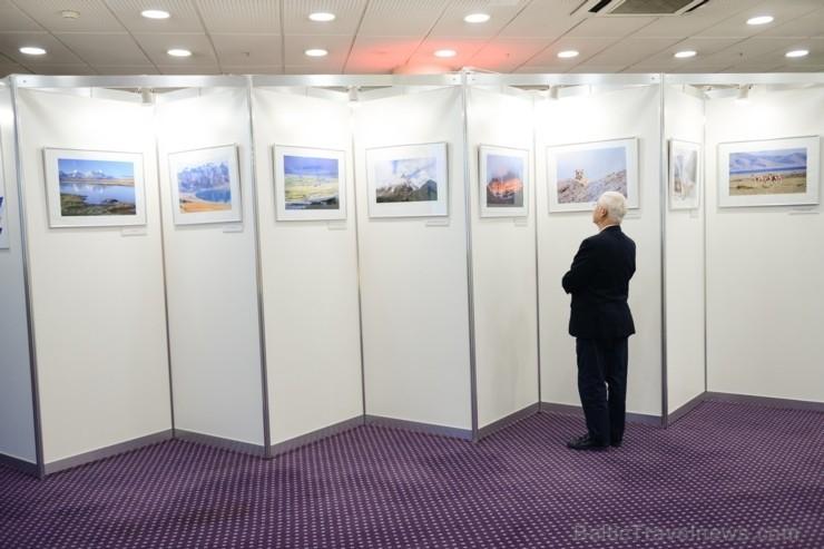 Latvijā pirmo reizi viesnīcā Radisson Blu Hotel Latvija apskatāma foto izstāde, kas veltīta Ķīnas etnisko minoritāšu dzīves veida un paražu daudzveidī
