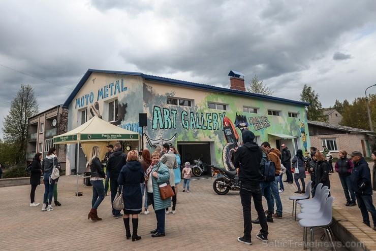 Moto & Metal NESTER CUSTOM mākslas galerija Preiļos ir izklaides komplekss ar izstāžu zālēm, individualizētiem motocikliem un metāla mākslas skulptūrā