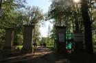 Preiļi top skaistāki - ar izzinošu stāstījumu pilsētas parkā noritējuši noslēdzošie darbi pie vārtu stabu apmetuma atjaunošanas, gruntēšanas un krāsoš 2