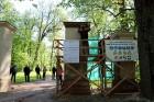 Preiļi top skaistāki - ar izzinošu stāstījumu pilsētas parkā noritējuši noslēdzošie darbi pie vārtu stabu apmetuma atjaunošanas, gruntēšanas un krāsoš 15