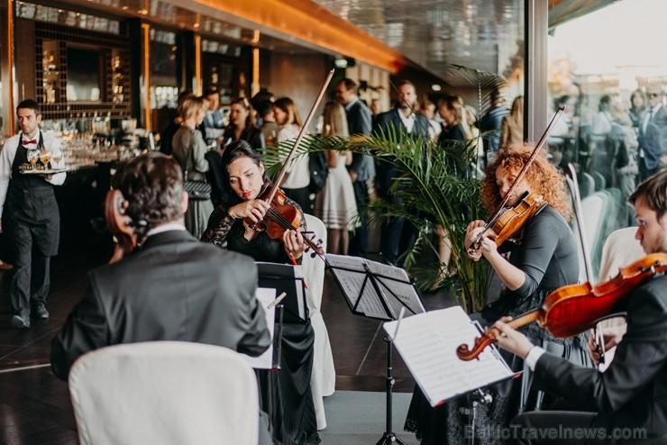 Restorānā STAGE 22 atklāj jaunu vasaras sezonas terasi, maina restorāna ēdienkarti un darba laiku