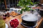 Pavadi neaizmirstamu laiku kopā ar draugiem vai ģimeni gardākajā vakara grill-brančā skaistākajā Pierīgas terasē Hotel Baltvilla, kuru atklās 24.05.20 13