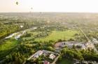 Festivāla laikā virs Kuldīgas krāšņi pacēlās vairākas gaisa balonu ekipāžas un priecēja kuplo apmeklētaju pulku 44