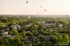 Festivāla laikā virs Kuldīgas krāšņi pacēlās vairākas gaisa balonu ekipāžas un priecēja kuplo apmeklētaju pulku 45