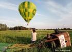 Festivāla laikā virs Kuldīgas krāšņi pacēlās vairākas gaisa balonu ekipāžas un priecēja kuplo apmeklētaju pulku 46