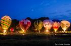 Festivāla laikā virs Kuldīgas krāšņi pacēlās vairākas gaisa balonu ekipāžas un priecēja kuplo apmeklētaju pulku 56