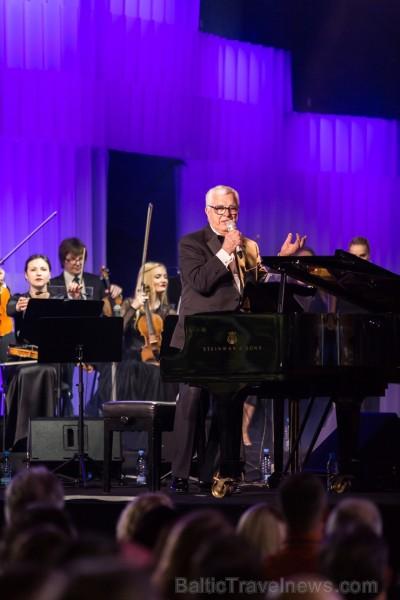 Ar krāšņu Maestro Raimonda Paula kino mūzikas koncertu Jūrmalā atklāj 2019. gada Dzintaru koncertzāles vasaras sezonu