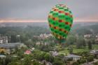 Visu Siguldas pilsētas svētku garumā siguldieši un pilsētas viesi baudīja krāšņu mākoņu kuģu rīta un vakara lidojumus 11