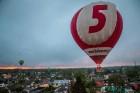 Visu Siguldas pilsētas svētku garumā siguldieši un pilsētas viesi baudīja krāšņu mākoņu kuģu rīta un vakara lidojumus 14
