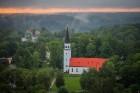 Visu Siguldas pilsētas svētku garumā siguldieši un pilsētas viesi baudīja krāšņu mākoņu kuģu rīta un vakara lidojumus 28