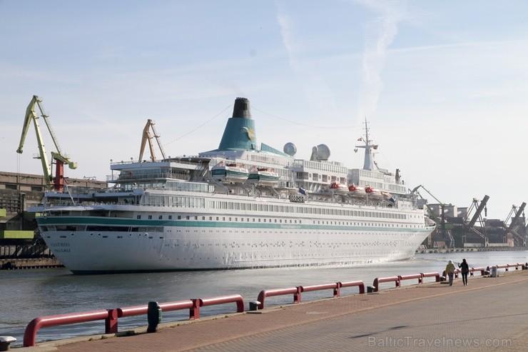 Uz 205 metrus garā kuģa ir vairāk nekā 800 pasažieru vietu un 340 cilvēku liela apkalpe, 8 pasažieru klāji ar 420 kajītēm, vairāki restorāni un bāri,  255808