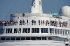 Uz 205 metrus garā kuģa ir vairāk nekā 800 pasažieru vietu un 340 cilvēku liela apkalpe, 8 pasažieru klāji ar 420 kajītēm, vairāki restorāni un bāri,  5