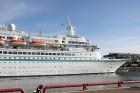 Uz 205 metrus garā kuģa ir vairāk nekā 800 pasažieru vietu un 340 cilvēku liela apkalpe, 8 pasažieru klāji ar 420 kajītēm, vairāki restorāni un bāri,  17