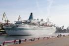Uz 205 metrus garā kuģa ir vairāk nekā 800 pasažieru vietu un 340 cilvēku liela apkalpe, 8 pasažieru klāji ar 420 kajītēm, vairāki restorāni un bāri,  18