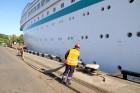 Uz 205 metrus garā kuģa ir vairāk nekā 800 pasažieru vietu un 340 cilvēku liela apkalpe, 8 pasažieru klāji ar 420 kajītēm, vairāki restorāni un bāri,  20