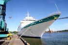 Uz 205 metrus garā kuģa ir vairāk nekā 800 pasažieru vietu un 340 cilvēku liela apkalpe, 8 pasažieru klāji ar 420 kajītēm, vairāki restorāni un bāri,  22