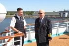 Uz 205 metrus garā kuģa ir vairāk nekā 800 pasažieru vietu un 340 cilvēku liela apkalpe, 8 pasažieru klāji ar 420 kajītēm, vairāki restorāni un bāri,  33