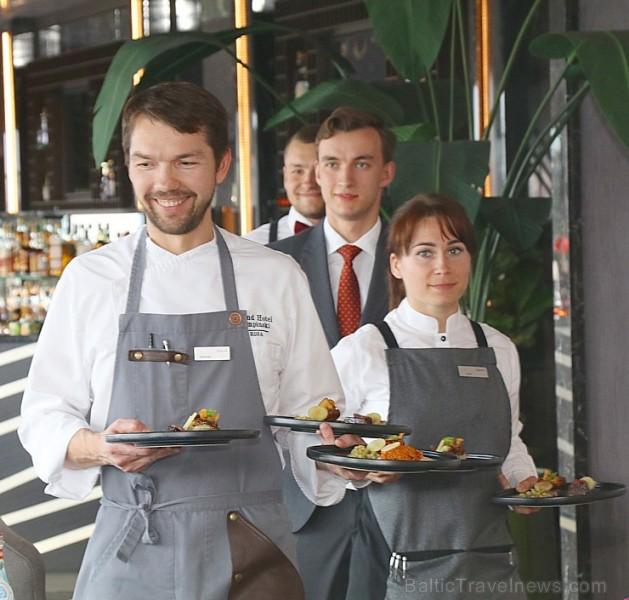 Rīgas viesnīcas «Grand Hotel Kempinski Riga» restorāns «Stage22» prezentē vasaras ēdienkarti