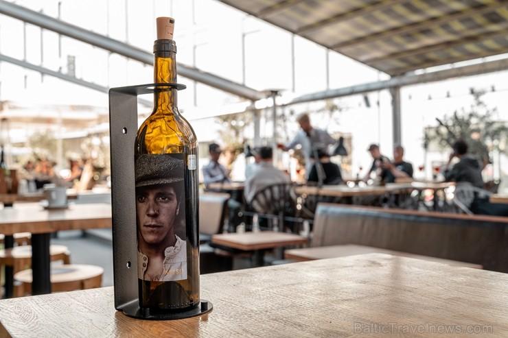 Vīna Studija iepriecina visus vīna mīļotājus, atverot sezonālu 600 kvadrātmetru plašu pop-up koncepta Vīna Terasi pašā Vecrīgas sirdī