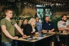 Ēdienu un dzērienu baudītāji kafejnīcā Piens smēlās idejas līgošanai pilsētvides apstākļos Lielvārdes alus kluba pasākumā 8