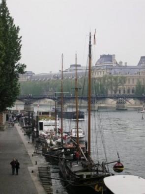 komentārs: Parīze, Jahtas Sēnas upē avots: www.travelnews.lv 14178