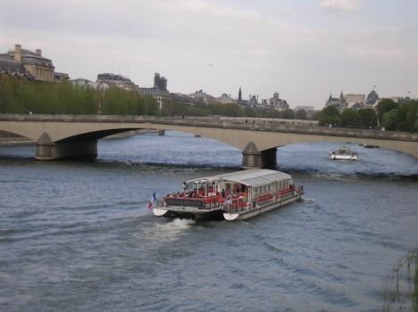 komentārs: Parīze, Sēna avots: www.travelnews.lv 14179