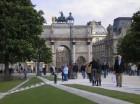 komentārs: Parīze, vārti pie Luvras avots: www.travelnews.lv 1