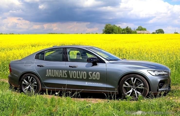 55 bildes - «Volvo S60 R-desing T5 FWD» (2019)