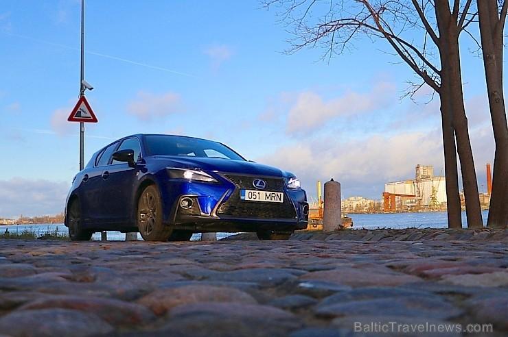 60 bildes - «Lexus CT 200h»