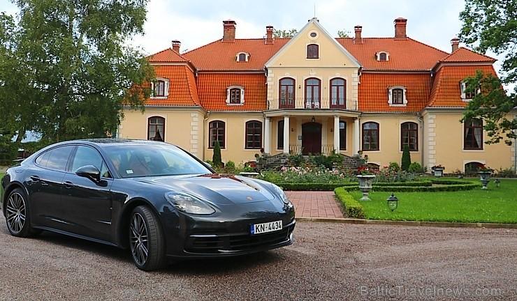 100 bildes - «Porsche Panamera»