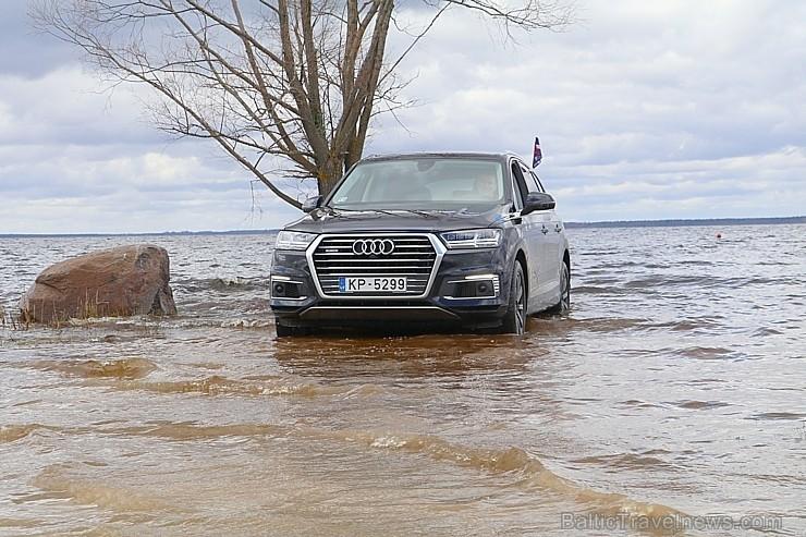 55 bildes - «Audi Q7 e-tron» un  65 bildes - «Audi Q7 e-tron»