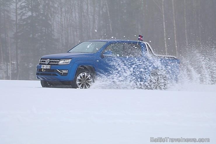 50 bildes - «Volkswagen Amarok»