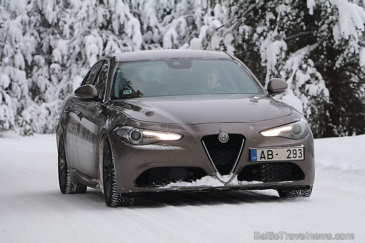50 bildes - «Alfa Romeo Giulia 2.2 180 MJet AT Super»