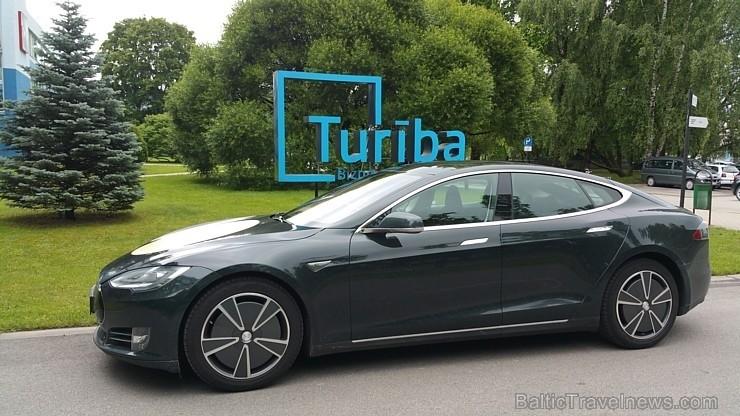 45 bildes - «Tesla Model S»