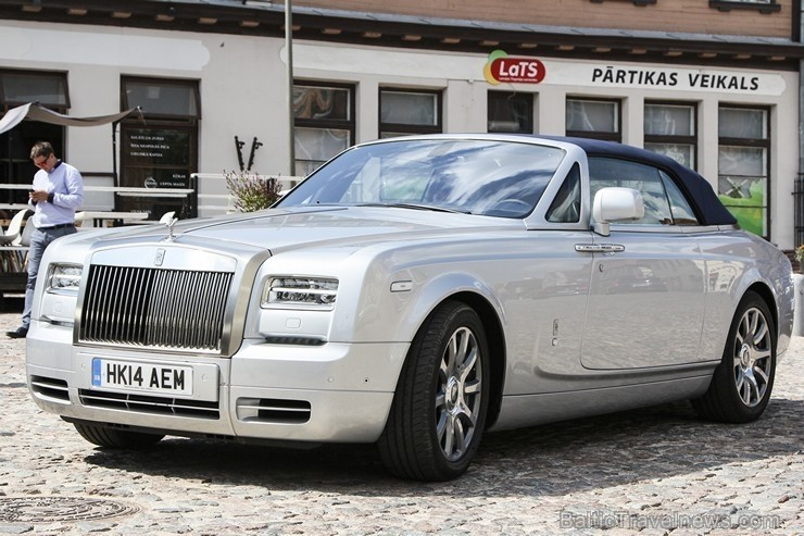 25 bildes - «Rolls-Royce Phantom Drophead Coupe»