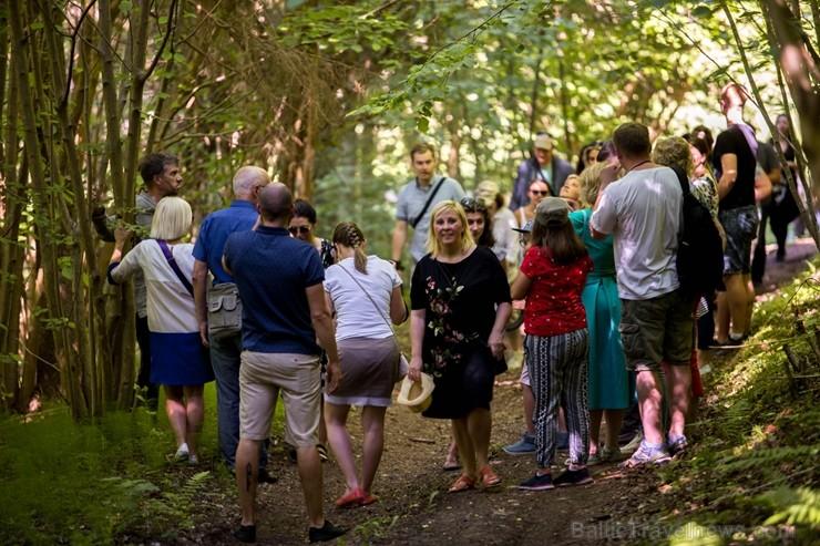 Ar krāšņu svētku atklāšanas programmu Alūksnes  pusē atklātas Veclaicenes aizsargājamo ainavu apvidū izveidotās Dabas mājas un pašapkalpošanās tūrisma